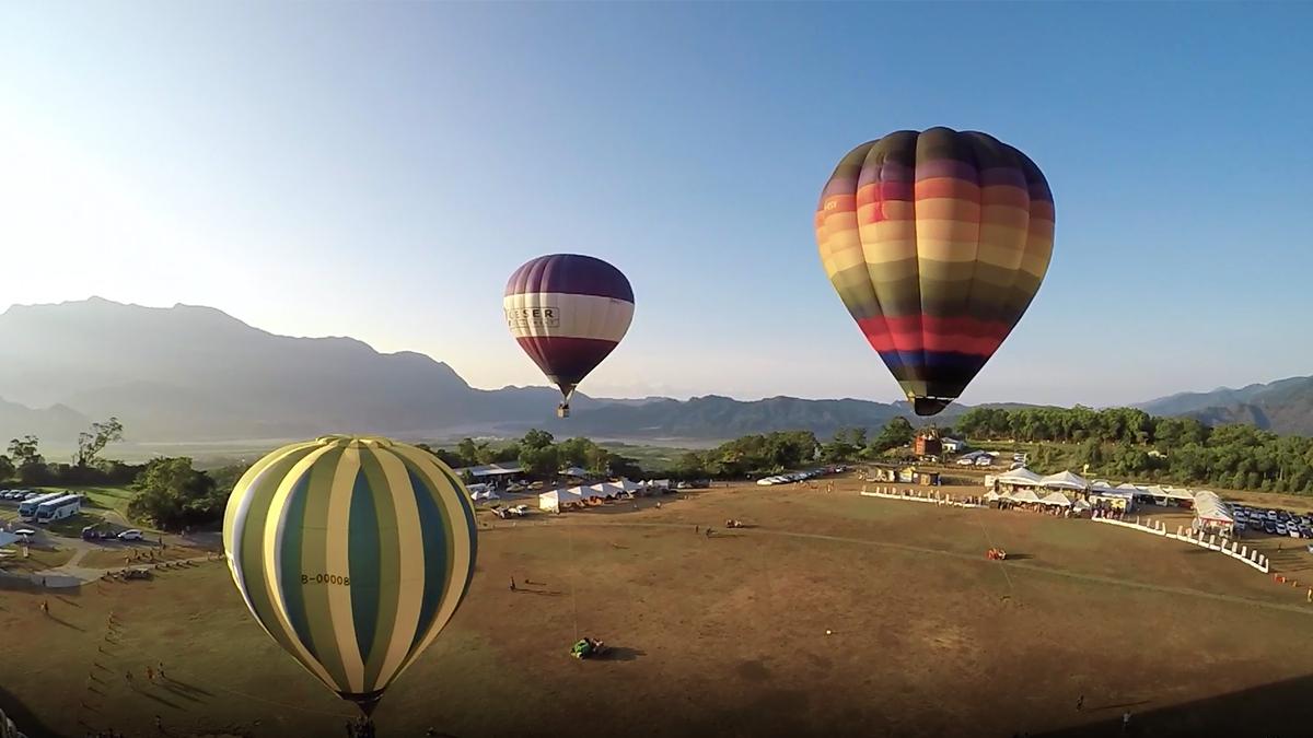 搭熱氣球俯瞰臺東美景